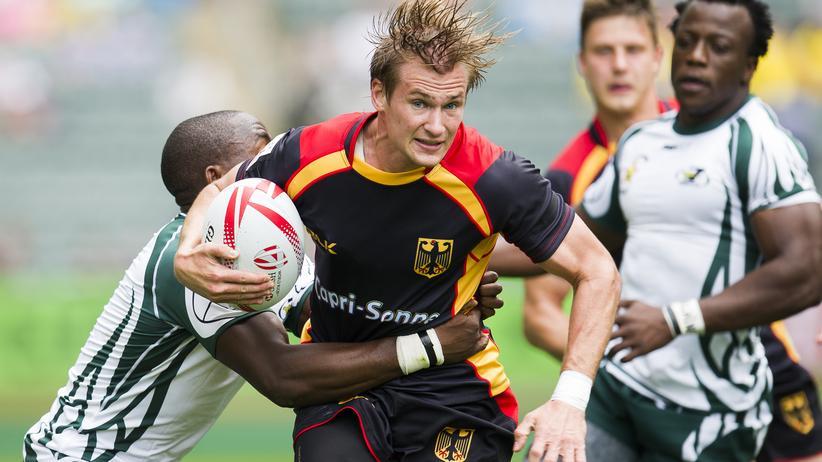 Capri-Sonne: Der deutsche Rugbyspieler Leon Hees in einem Match – der Sponsor steht groß auf dem Trikot.