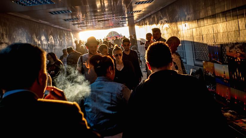 Start-ups in der Türkei: Passanten in einem Fußgängertunnel in Istanbul