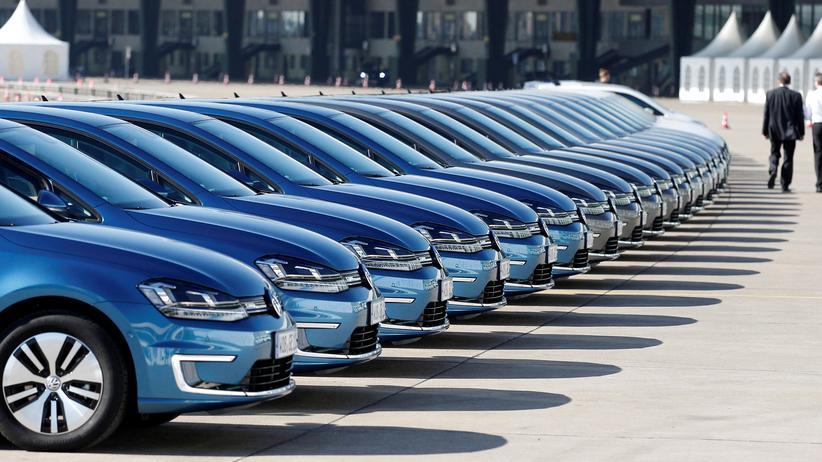 Klimapolitik: Elektroautos auf der VW-Jahrespressekonferenz im Jahr 2014. Gerade lerne das Unternehmen, dass seine Autos sauberer werden müssten, um im Wettbewerb zu bestehen, sagt Johan Rockström.
