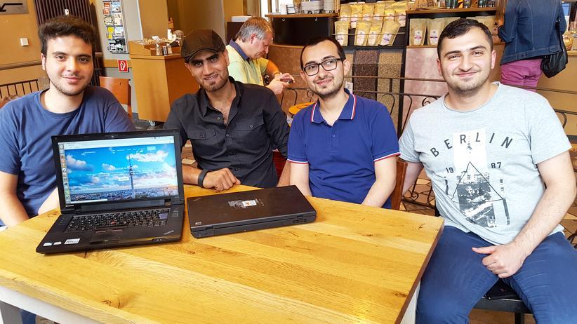 Bureaucrazy: Vier der sechs App-Entwickler: Ghaith Zamrik (19), Omar Alshafai (30), Ahmad Alarashi (30) und Yazan Salmo (20) (von links nach rechts).