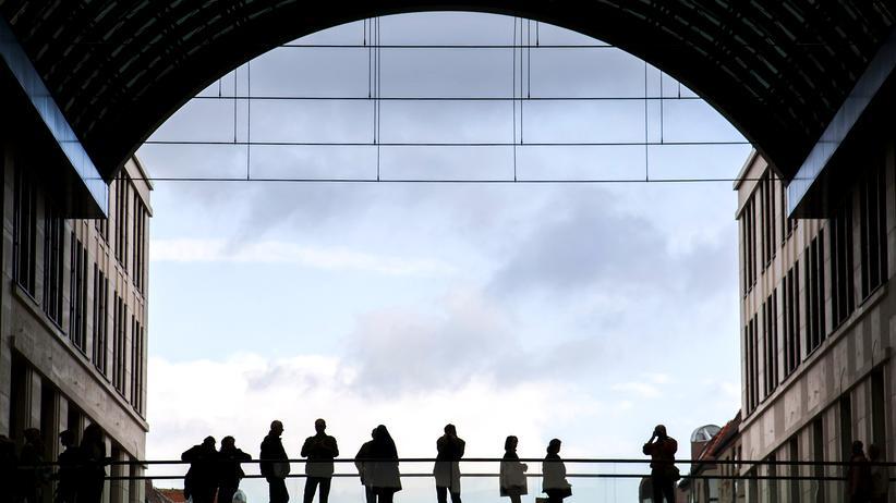 Binnenmarkt: Kunden in einem Einkaufszentrum in Berlin