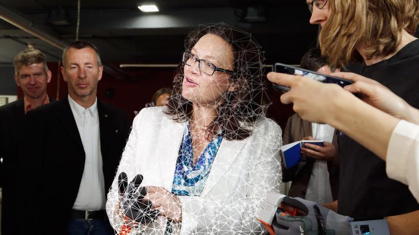 Andrea Nahles: Was können digital vernetzte Handschuhe? SPD-Ministerin Andrea Nahles zu Gast beim Start-Up ProGlove in München