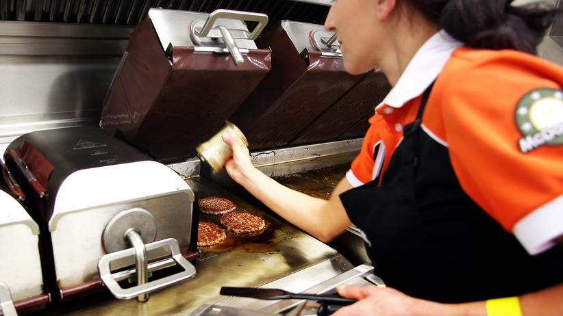 Steuernachzahlung: Die EU-Kommission könnte vom Fast-Food Produzenten 500 Millionen Dollar fordern.
