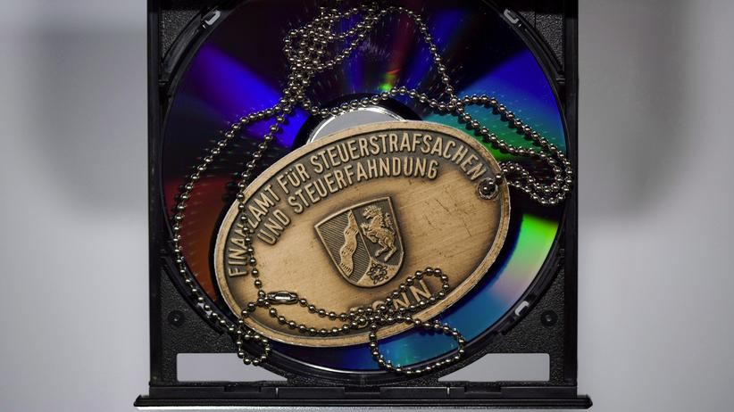 Nordrhein-Westfalen: Eine CD in einem Finanzamt in Bonn (Archivbild)