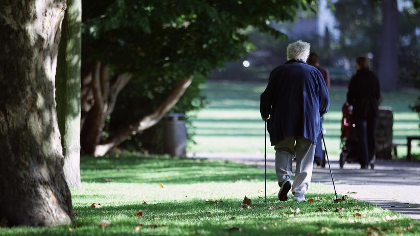 Altersarmut in Deutschland: Das Risiko im Alter in Armut zu leben steigt.