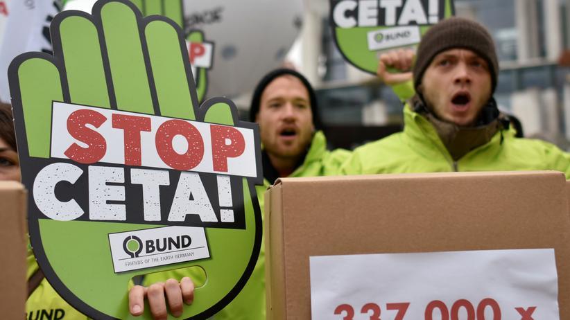 Freihandel: Über 200.000 Menschen unterstützen die Verfassungsklage gegen Ceta. (Archivbild)