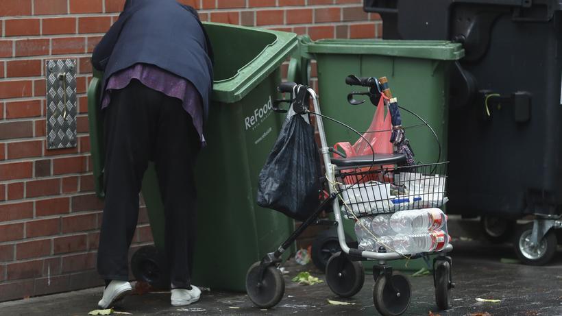 Rente: Ein erhebliches Armutsrisiko besteht vor allem für Geringverdiener.