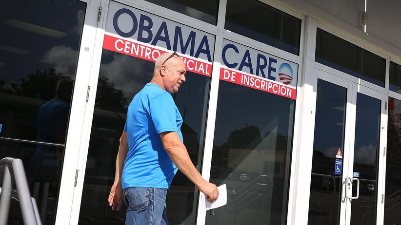 Gesundheitsreform: Am Eingang eines Versicherers in Miami wird für Verträge nach der Obamacare-Reform geworben.
