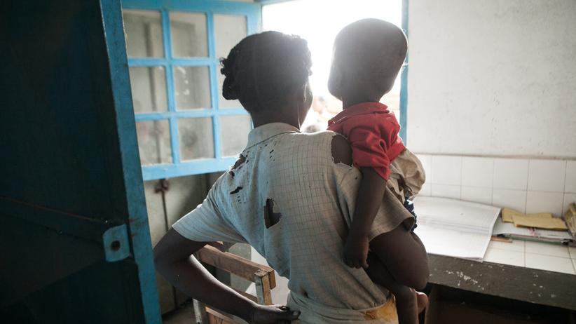 Welthunger-Index: Eine Mutter mit ihrem Kind in Madagaskar, in dem relativ viele Menschen nicht genug zu essen haben.