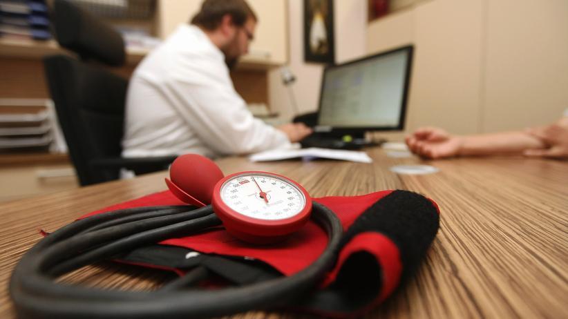 Gesundheitspolitik: Bis zu 51.000 Jobs sind laut einer Studie durch die Bürgerversicherung gefährdet.
