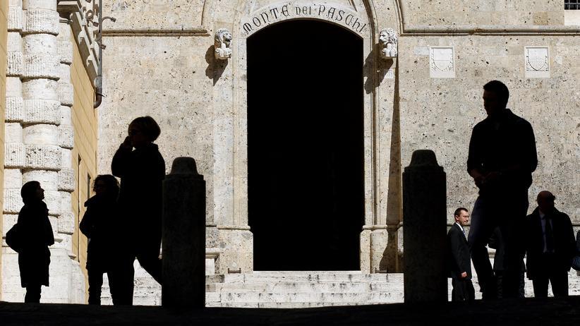 Referendum zur Verfassungsreform: Vor dem Haupteingang der Banca Monte dei Paschi in Siena