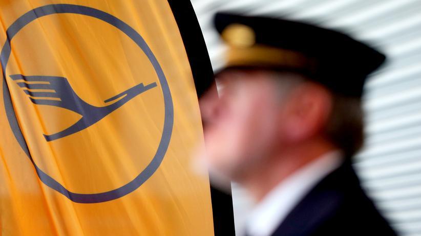 Tarifstreit: Lufthansa streicht fast 900 Flüge – und klagt gegen Streik