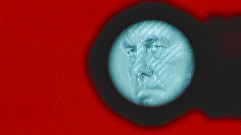 Donald Trump: Exxon-Mobil-Chef Rex Tillerson durch den Sucher einer Fernsehkamera, gesehen auf einer Aktionärsversammlung in Dallas im Mai 2009