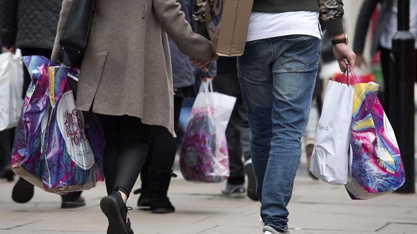 Brexit: Die Konsumenten in Großbritannien geben weiterhin kräftig aus.