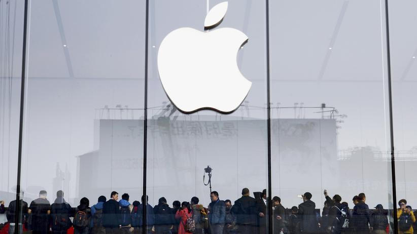 China: Kunden vor dem Apple Store in Hangzhou, China. Apps zahlreicher internationaler Publikationen sind im Land gesperrt.