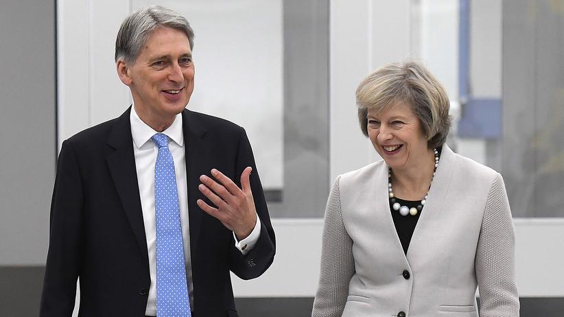 Brexit: Gemeinsame Drohung: Schatzkanzler Philip Hammond und Premierministerin Theresa May
