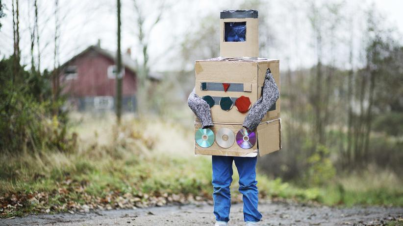 Ein Schüler, der wie ein Roboter aussieht.