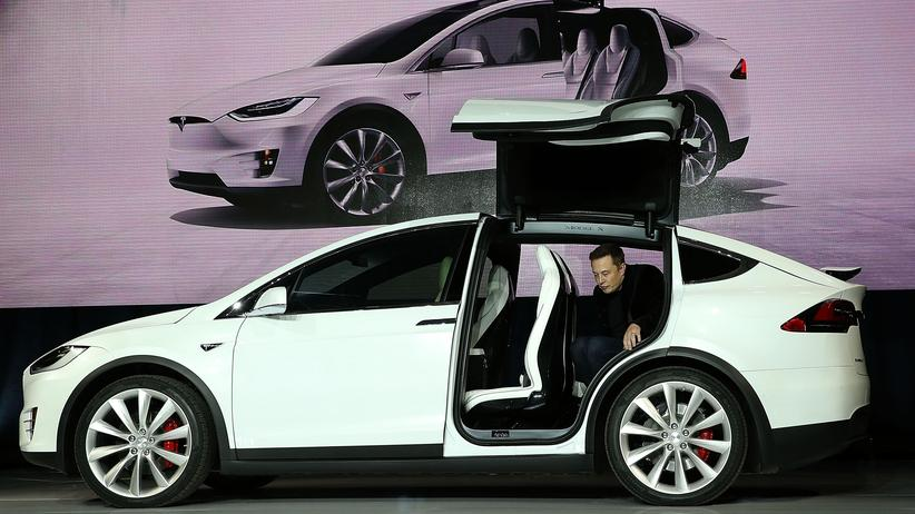 Elektroautos: Der Tesla-Vorstandsvorsitzende Elon Musk während einer Werbeveranstaltung