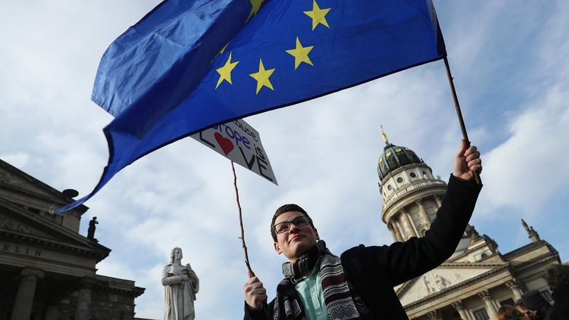 60 Jahre Römische Verträge: Teilnehmerin einer Demonstration der Initiative #pulseofeurope in Berlin