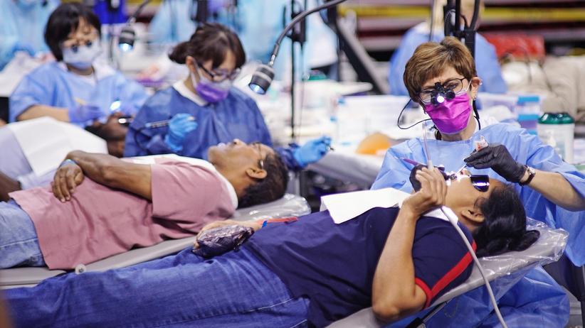Obamacare: Kostenfreie Zahnversorgung in einer Sporthalle in Maryland