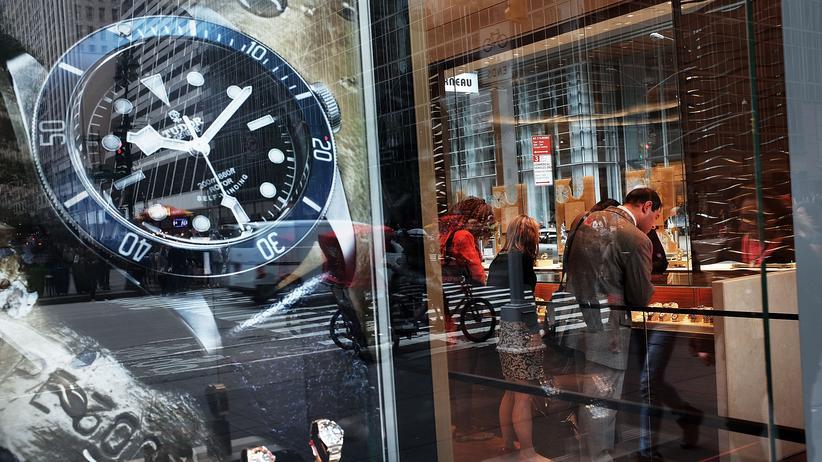 Geldwäsche: Schwarzgeld aus Russland soll unter anderem für den Kauf teurer Uhren genutzt worden sein.