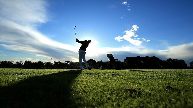 Steuern in Deutschland: Golfspieler in Spanien