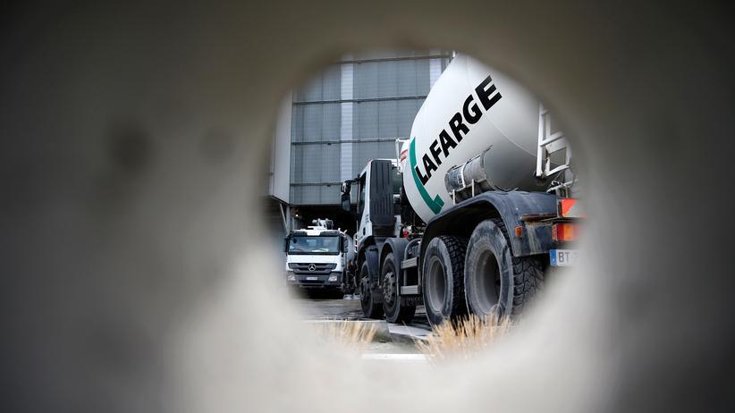 Lafarge Holcim: Der französische Zement-Konzern Lafarge soll dem IS Geld gezahlt haben.