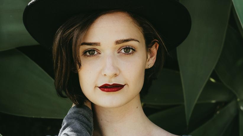Make-up: Rote Lippen, schwarze Zahlen