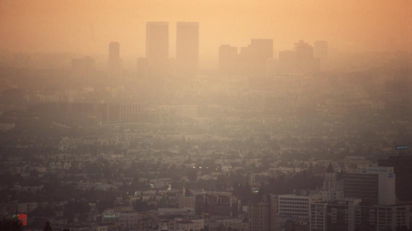 USA: Die abendliche Smog-Glocke über Los Angeles