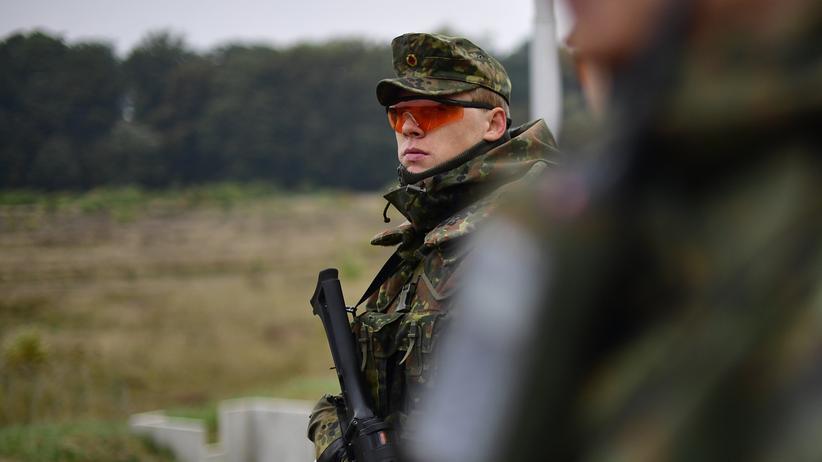 Verteidigungsetat: Bundeswehrsoldaten während einer Übung