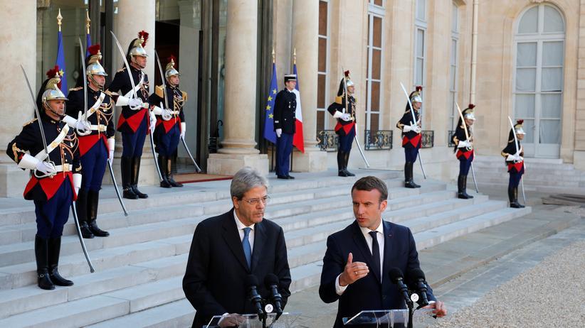 Wirtschaftswachstum: Frankreichs Präsident Emmanuel Macron und Italiens Premierminister Paolo Gentiloni im Elyseepalast in Paris