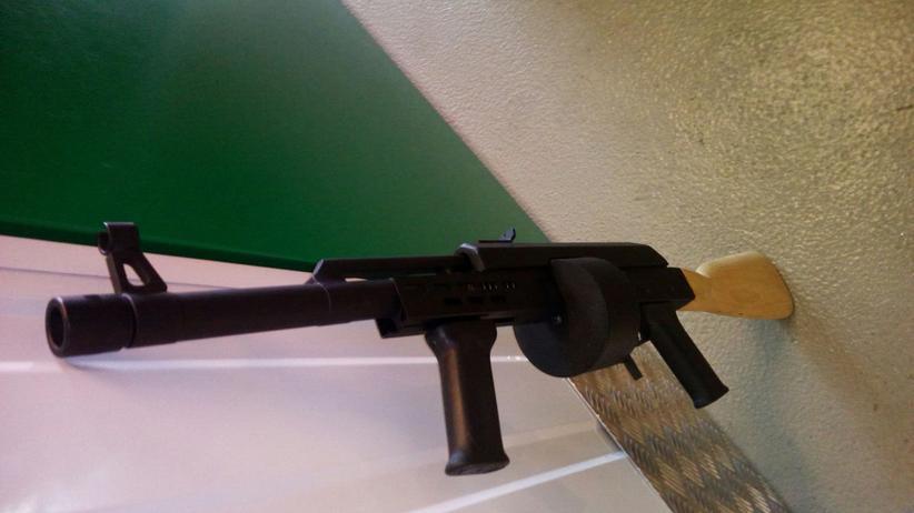 Illegale Waffen: Eine bei einer Hausdurchsuchung sichergestellte Migrantenschreck-Waffe