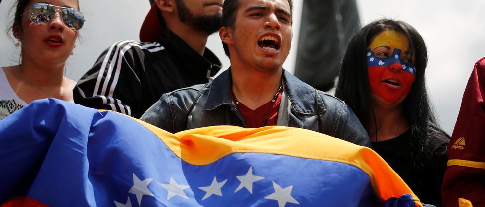 Regierungsgegner protestieren gegen Präsident Nicolás Maduro.
