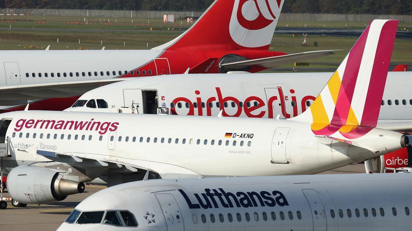 Insolvenz: Flieger von Air Berlin, Germanwings und Lufthansa am Berliner Flughafen Tegel