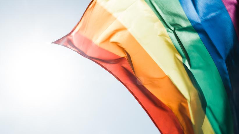 Arbeitsmarkt: Die Regenbogenfahne ist unter anderem ein internationales Symbol der Lesben- und Schwulenbewegung.