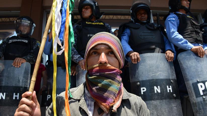 Honduras: Wenige Tage nach dem Mord an Berta Cáceres in Tegucigalpa: Ein Demonstrant verlangt Gerechtigkeit.