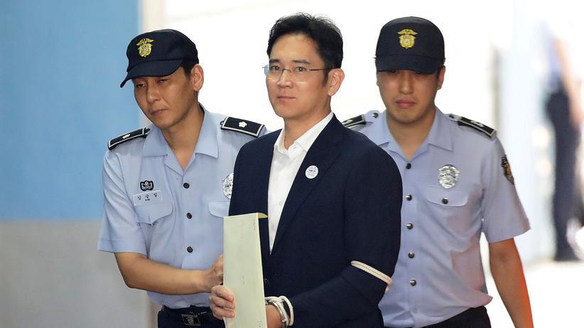 Lee Jae Yong: Samsung-Erbe zu fünf Jahren Haft verurteilt