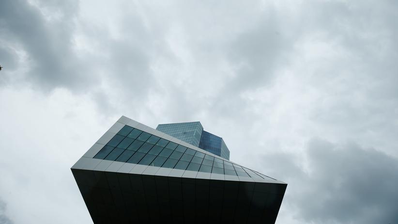 Europäische Zentralbank: Schäuble und deutsche Banken drängen auf Kurswechsel in Geldpolitik
