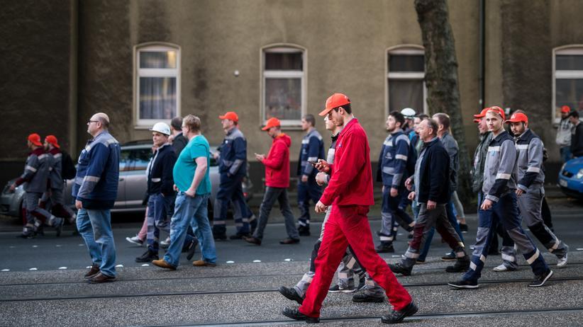 Weltwirtschaftsforum: Arbeiter von ThyssenKrupp während einer Demonstration in Bochum