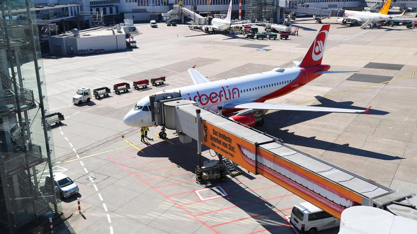 Insolvenz: Eine Air Berlin-Maschine am Flughafen Düsseldorf