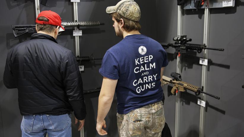 US-Waffenlobby: Noch eine Waffe mehr? Geht für NRA-Anhänger immer. Waffenmesse in Harrisburg, Pennsylvania