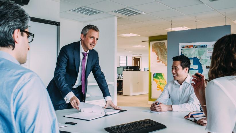 Die Verwaltung arbeitet 36 Stunden, die Produktion nur 32 Stunden in der Woche: Erstmals ermöglicht ein Flächentarifvertrag eine hoch flexible Arbeitszeit.