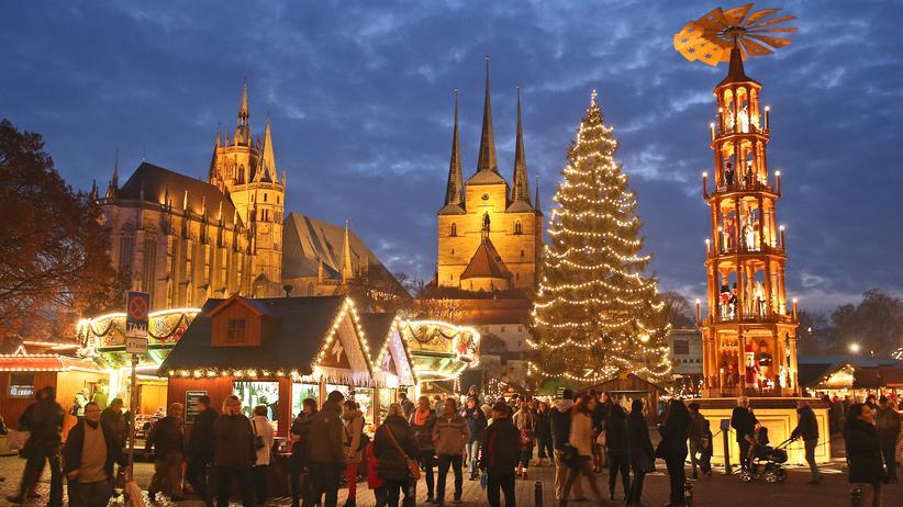 Ist Heiligabend ein Feiertag?: Weihnachtsmarkt am Domplatz in Erfurt.