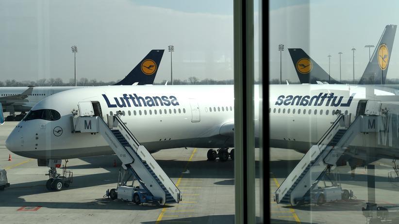 Insolvenz: Alle Plätze besetzt: Ein Flieger der Lufthansa auf dem Flughafen in München