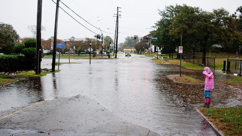 Meeresspiegelanstieg: Im Oktober 2012 waren Norfolks Straßen wegen des Hurrikans Sandy überschwemmt. Mittlerweile stehen sie auch ohne Stürme oft unter Wasser.