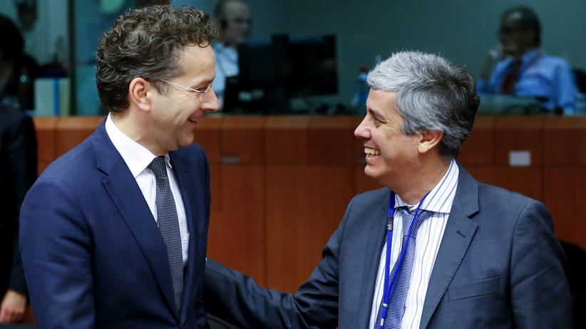 Mário Centeno: Portugals Finanzminister Mário Centeno (r.) folgt als Vorsitzender der Euro-Finanzminister auf seinen niederländischen Amtskollegen Jeroen Dijsselbloem (l.).