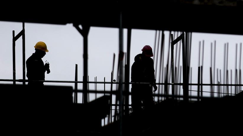 Immobilien: Arbeiter auf einer Baustelle in Berlin