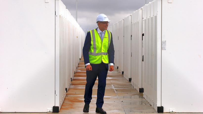Tesla: Der Ministerpräsident von South Australia, Jay Weatherill, während der Inbetriebnahme von Teslas Lithium-Ionen-Batterie