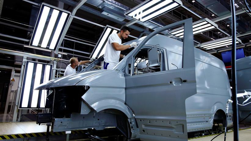 Polen: Fertigung eines Crafter-Kleintransporters in der VW-Fabrik in Września (Archivbild)