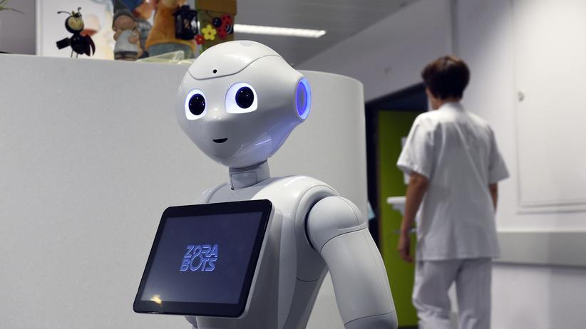 Arbeitsmarkt: Der Roboter Pepper begrüßt im Krankenhaus der belgischen Stadt Lüttich Besucher.